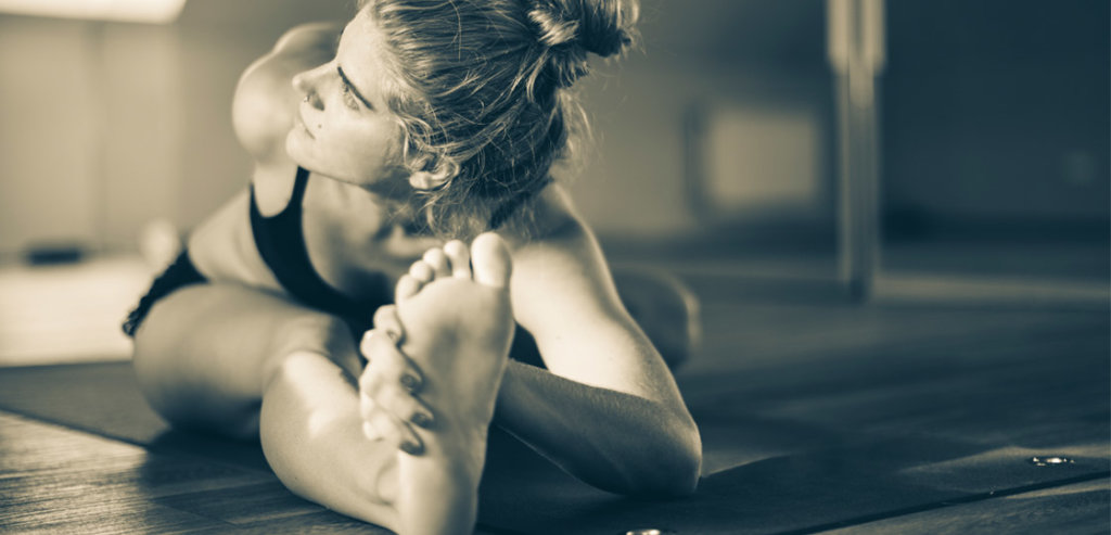 10 Reasons to Try Hot Yoga | FitMinutes.com