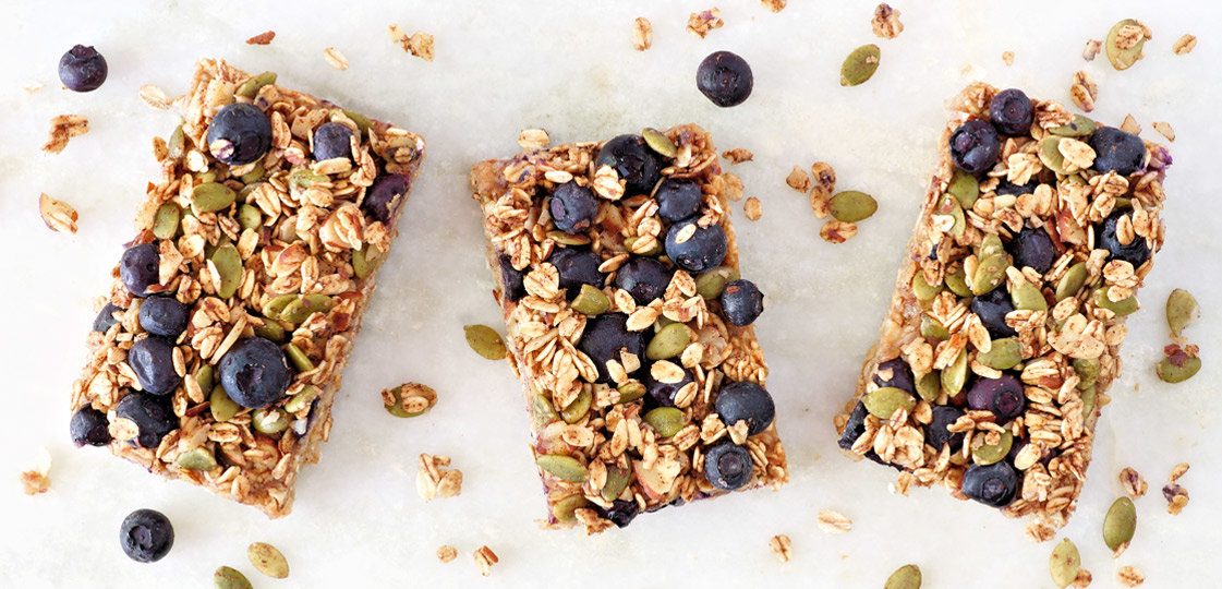 8 Healthy Road Trip Snacks | FitMinutes.com