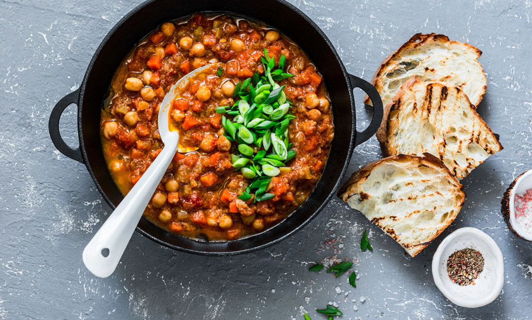 10 Healthy Chili Recipes for National Chili Month | FitMinutes.com