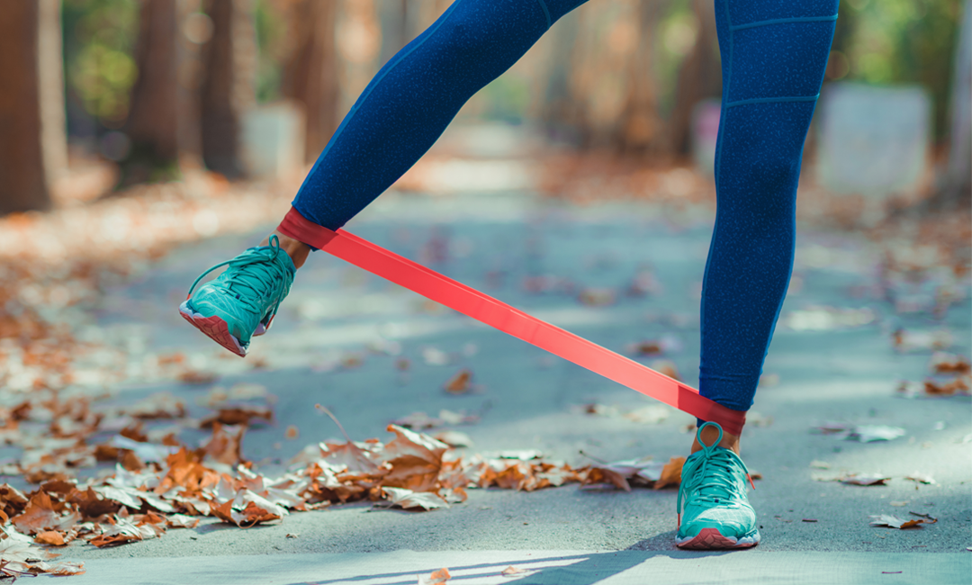 10 Resistance Band Exercises To Maximize Your At-Home Workouts | FitMinutes.com