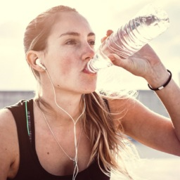 Q&A: How Much Water Should I Be Drinking? | FitMinutes.com