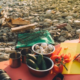 6 Quick, Easy and Healthy Camping Meals | FitMinutes.com