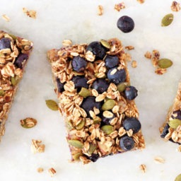 8 Healthy Road Trip Snacks | FitMinutes.com