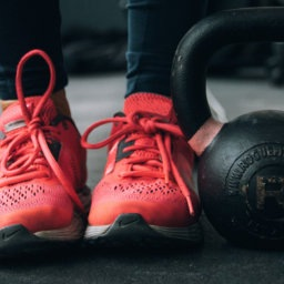 7 Reasons You Should Be Doing Kettlebell Exercises | FitMinutes.com